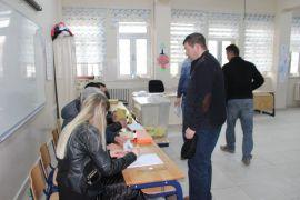 Afyonkarahisar'da oy kullanma işlemi başladı