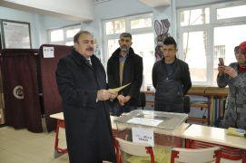 Eski Bakan Eroğlu baba ocağı Şuhut'ta oyunu kullandı