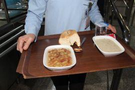 Hastanenin menüsü 'üzüm hoşafı, buğday çorbası ve yarım ekmek'