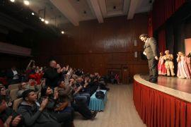 Perdeler Tiyatro Günü'ne özel olarak açıldı