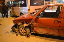 Şuhut'ta trafik kazası -Trafik kazasında maddi hasar meydana geldi