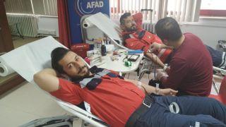 UMKE ve AFAD ekipleri kan bağışında bulundu