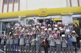 Minik öğrenciler ilk kez tebrik kartı gönderdi