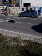 Yolun karşısına geçmeye çalışırken otomobil çarptı