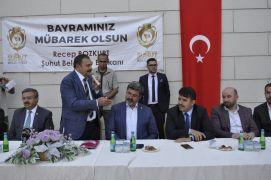 AK Parti'li Eski Bakan Eroğlu Baba Ocağı Şuhut'ta hemşehrileri ile bayramlaştı