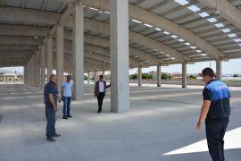 Şuhut'ta Başkan Vekili Us ve Belediye Meclis üyelerinden kapalı pazar yeri incelemesi