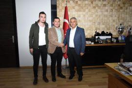 İHA'dan Başkan Zeybek'e ziyaret