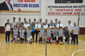 Afyon Belediye Yüntaş Spor Voleybol Takımı yöneticileri yeni hedeflerini anlattı