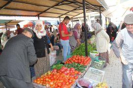 Şuhut'ta yöresel pazara yoğun ilgi