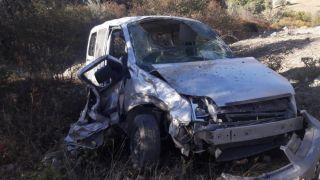 60 metrelik uçuruma yuvarlanan aracın sürücüsü ağır yaralandı