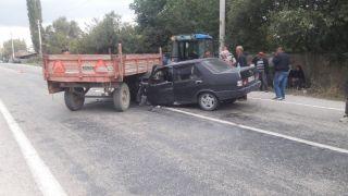Afyonkarahisar'da traktör ile otomobil çarpıştı: 5 yaralı