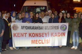 HDP binası önünde çocuklarını isteyen annelere Afyonlu kadınlardan destek