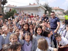 Hayırsever Muhtar'dan öğrencilere kütüphane sürprizi