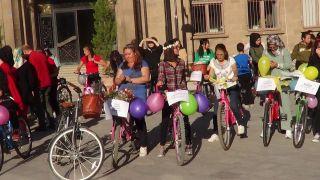 Sandıklı'da süslü kadınlar bisiklet turu düzenlendi