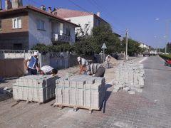 Şuhut Belediyesi parke taşı döşeme çalışmalarına devam ediyor