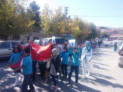 Minik öğrenci ve öğretmenlerden Barış Pınarı Harekâtına destek yürüyüşü