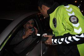 Şuhut'ta sürücülere alkol kontrolü