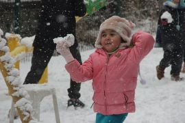 Afyonkarahisar'da kar kalınlığı 10 santimetreyi geçti
