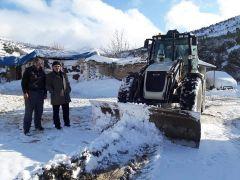 Bolvadin'e mevsimin ilk karı yağdı