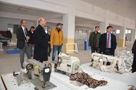 Kaymakam Kaya ve Başkan Bozkurt tekstil atölyesinde devam eden çalışmaları inceledi