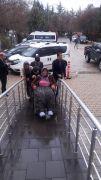 Yaşlı ve engelli kadının kimliği için seferber oldular