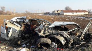 Otomobil direğe çarptı, 1 ağır yaralı