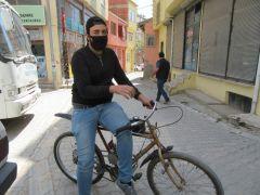 Bisikletini motosiklete çevirdi, toplu taşıma araçlarına binmekten kurtuldu