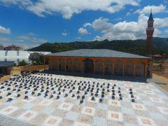 Afyonkarahisar'da yeniden inşa edilen 565 yıllık tarihi camide ilk cuma namazı