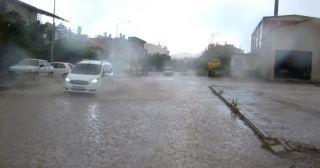 Sandıklı'da yağan sağanak yağmur hayatı olumsuz etkiledi
