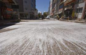 Sandıklı ilçesinin caddeleri köpüklü suyla yıkanıyor