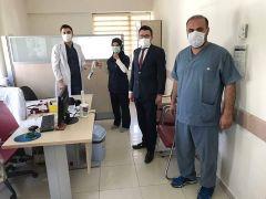Şuhut Devlet Hastanesi yönetiminden sağlık personeline karanfilli kutlama