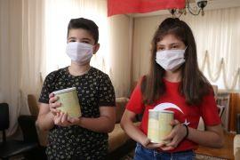 Tablet almak için biriktirdikleri harçlıklarını 'Biz Bize Yeteriz Türkiyem' kampanyasına bağışladılar