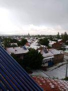 Dolu yağışı sonrası köy beyaza büründü