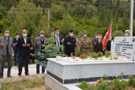 Şehit Yasin Çubuk, şehadetinin yıldönümünde kabri başında anıldı