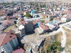İscehisar Belediyesi metruk binaları yıkıyor