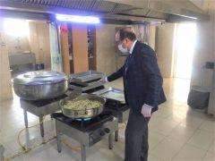 Sandıklı Belediyesi 6 yıldır 300 vatandaşa günlük üç çeşit sıcak yemek dağıtıyor