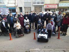 Afyonkarahisar'da engelli 4 bireye akülü araç hediye edildi