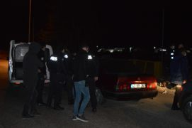 Kısıtlamayı ihlal edip polisten kaçtılar, yakalanınca da 10 bin TL ceza yediler