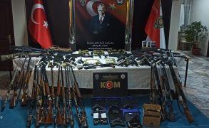 Afyonkarahisar merkezli 8 kentte silah kaçakçılarına yönelik dev operasyon