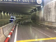 Afyonkarahisar'da yağmurdan alt geçit kapandı, belediye 1 saat müdahale edemedi