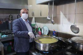 İhsaniye Belediyesi, Ramazan ayı boyunca 65 aileye günlük iftar yemeği dağıttı