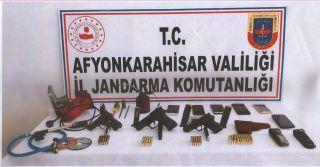 Jandarmadan silah kaçakçılarına şafak vakti operasyon: 13 gözaltı