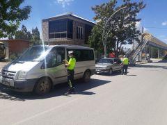 Kurallara uymayan 58 sürücüye 7 bin 800 lira para cezası kesildi