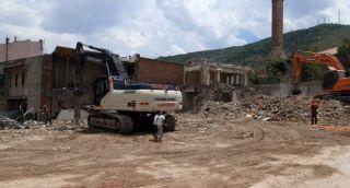 Afyonkarahisar Belediyesi'nden kontrolsüz ve güvenliksiz yıkım