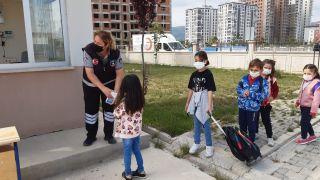 Afyonkarahisar'da ilkokul ve ana sınıflar kapılarını öğrenciler için açtı