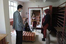 Kaymakam Kaçmaz Kadın Kooperatifi Üretim Atölyesi'nde incelemelerde bulundu
