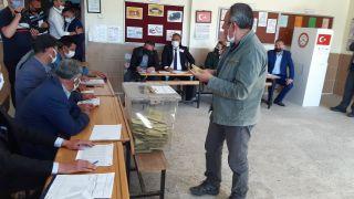 Seçim yapılan Güney beldesinde oy sayma işlemi başladı