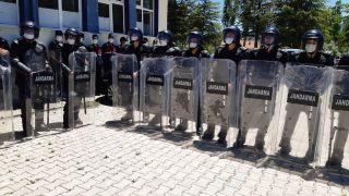Seçim yapılan beldede jandarma robocop ile güvenlik önlemi aldı